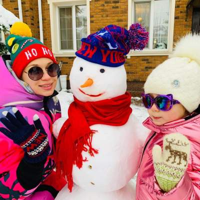 Украинская ведущая показала, как с дочерью лепила снеговика