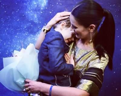 Маша Ефросинина сфотографировалась с сыном на руках