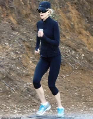 Папарацци застали Николь Кидман за утренней пробежкой