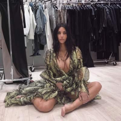 Ким Кардашьян сфотографировалась, завернувшись в ткань