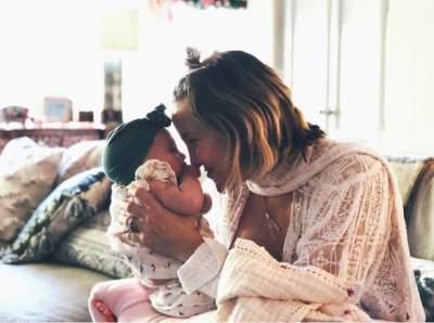 Кейт Хадсон впервые показала новорожденную дочь
