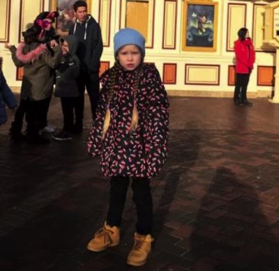 Ольга Фреймут отправилась с семьей в Диснейленд