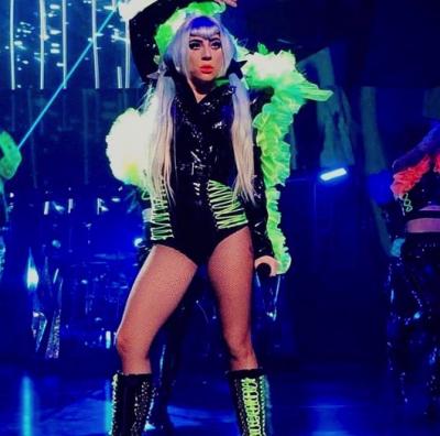 Леди Гага засветила экстравагантные наряды