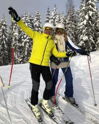 Ольга Сумская с дочерью устроили гонки на снегу