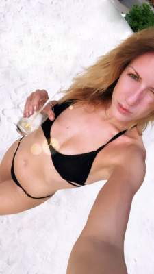 Леся Никитюк удивила фигурой в откровенном купальнике