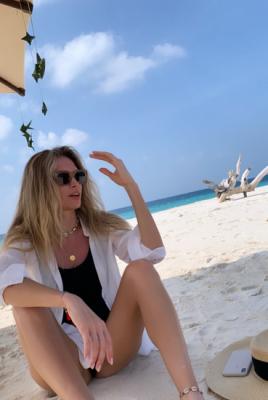 Вера Брежнева поделилась снимками райского отдыха