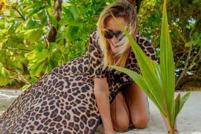 Леся Никитюк показала стройные ноги на отдыхе