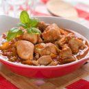 Гуляш из куриного филе с подливкой рецепт